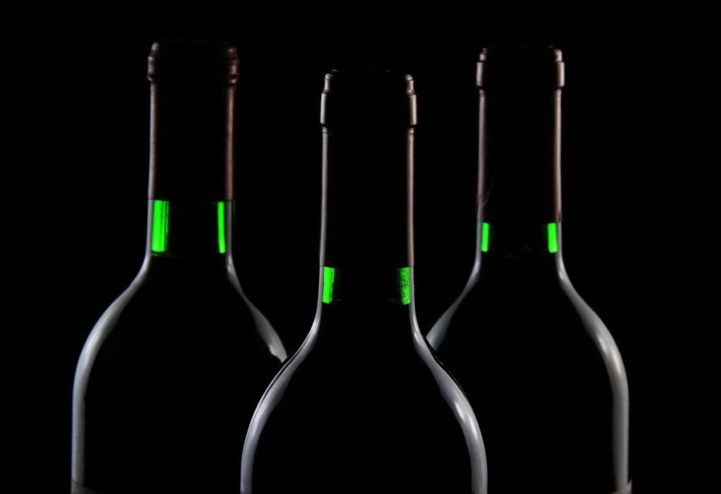 Flaschen im Dunklen