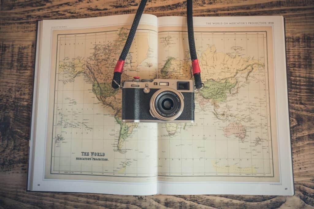 Weltkarte mit Kamera